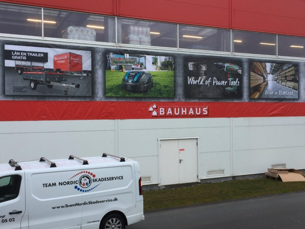 Banner montage hos Bauhaus